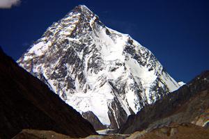 Katastrof. På världens mest fruktade bergstopp, K2, rasade väggar vilket ledde till att minst fyra                   personer omkom. I räddningsarbetet finns äventyraren och tillika Gävlebon Fredrik Sträng.  Foto: Scanpix