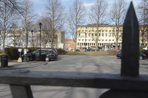 Här på Slottsparkeringen kidnappades 23-åringe Ramin Sherzai som senare hittades mördad utanför Sundsvall.