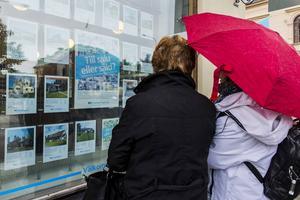 Utbudet av småhus minskar. I Västernorrland har försäljningarna minskat med 18 procent på ett år.