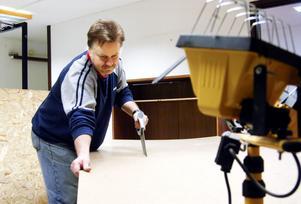 Kunskap tillvaratas. I många år har Manfred Heydorn sysslat med snickeri och möbelrenovering. Nu ges han möjlighet att fortsätta med det inom projektet Stjärnan.