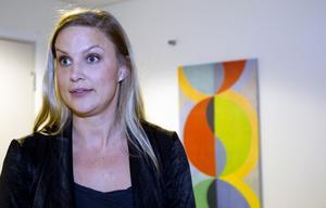 Elin Love-Rosengren säger att forskning visat att gruppbehandling har god effekt. Det gör också att fler får behandling för samma budget.