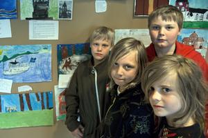 Gustav Olsson, Oliver Rytkönen, Theodor Wikström och Oskar Olsén i klass 3 har tecknat skulpturer.