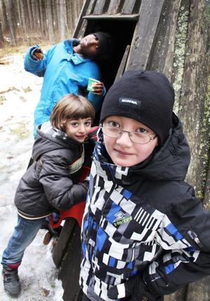 Abukar Abduhahi, Isa Ramadar och Azat Iminjanov tog sig en titt i kåtan vid Stormorshäll.