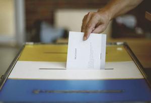 Mer nationellt. Vi röstar i tre val, men riksdagen bestämmer för mycket över kommuner och landsting.foto: VLT:s arkiv