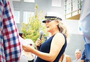 Petra Rosén höll tal inför en båtintresserad publik på Gävle Strand.