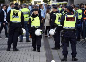 Polisbevakning i samband med en fotbollsmatch.