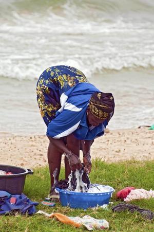 Tvätt är en syssla kvinnan i familjen ofta tar tag i tidigt på morgonen.Foto: Barn- och utbildningsförvaltningen
