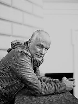 Kjell Eriksson skriver om en kantstött man på en veranda i Karibien.