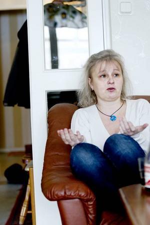 initiativtagare. Ann-Katrin Persson var sjukskriven för sin whiplashskada men förlorade sin sjukersättning under mer än ett års tid. Nu är hon tillbaka i sjukförsäkringssystemet, men fortsätter protestera för andra människors skull. Hon har tagit initiativ till en manifestation på Stortorget i Gävle som en del av påskuppropet mot utförsäkringar.