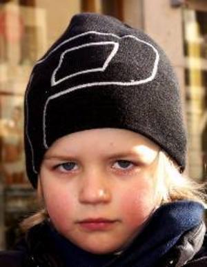 Carl Speles, 5 år,  Östersund:– Ja. Man kan leka längre ute och så smälter snön fortare. Och då kan jag ta ut cykeln. Jag kan cykla  utan stödhjul.