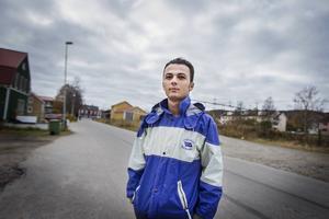 Mazen Alhameed bor på ett asylboende i Järvsö, han känner sig orolig efter alla bränder som skett på asylboenden runt om i landet.