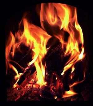 Många gillar att elda i öppna spisen när det är riktigt kallt ute.