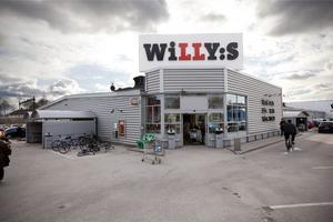 På Willys på norr måste man gå in i butiken för att hämta sina beställda matkassar. Arkivbild