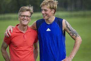 Sören Ericson hjälpte sonen Cristoffer Ericson med intervallerna hemma i Ljusdal.