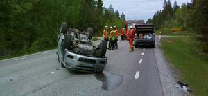 Här på riksväg 68 utanför Lindesberg voltade bilen.