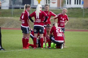 Tove Norin fick en smäll i samband med Alnös första mål. men hon reste sig och kunde spela vidare.