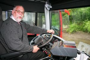 Bernt Olsson är en av alla Swebusanställda som nu gått över till KR -Trafik. De nya bussarna innebär en betydligt bättre arbetsmiljö för chaufförerna.