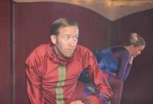 Övertygande spinner Anders Sanzén som Mästerkatten.