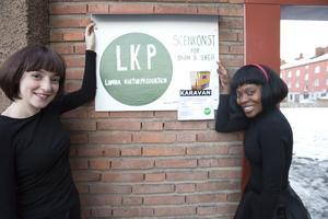 Lisette Merenciana har lagt ned mycket tid och pengar på att fixa till lokalerna i Marnäs och hon och Roze Alhalabi (till vänster) skulle inte ha något emot att en kulturintresserad sponsor hörde av sig.