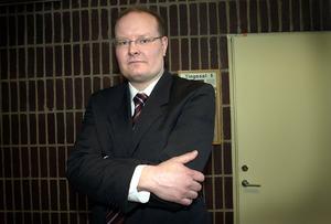 LAGVRÄNGARE? Mikael Hammarstrand, åklagare i Gävle, läser sexualbrottslagen bokstavligt. Men det var aldrig meningen, kan alla upprörda kommentarer sammanfattas. Lagen är medvetet luddig och öppnar för hyckleri.