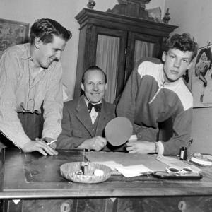 Ett foto med bordtenniskoppling taget någonstans i Ludvika 1951.