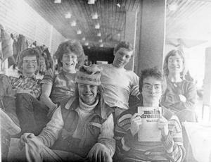 10. Lite felexponerad bild, men detta är i alla fall bandet Scrades. Medlemmarna hette Jan grönvik, Tony Orrebro, Vilhelm Franzon, Johnny Martinsson, Pär Tronde och Lars-Gunnar Jonsson.