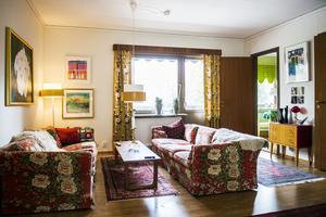 Retrotextilier, blommiga mönster och orientaliska mattor – Mattias blandar friskt när han inreder.