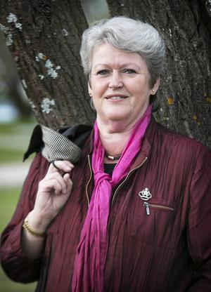 Det är en för stor andel pensionärer bland Smedjebackens politiker, anser fullmäktiges ordförande Carin Runeson (S).
