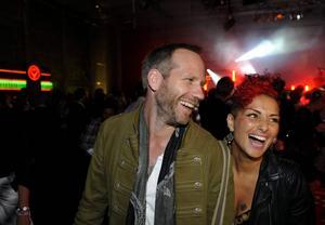 Låtskrivarna Stefan Örn och Sandra Bjurman var jublande glada efter segern i Eurovision 2011 då de tillsamman skrivit Azerbajdzjans vinnarlåt
