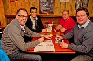 Det här gänget har en egen privat whiskeyklubb. Fr v: Lasse Anderzon, Åke Östlund, Roger Östlund och Janne Östlund.