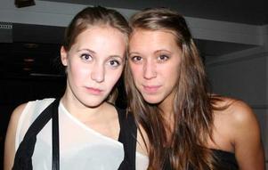 Blue Moon Bar. Amanda och Malin
