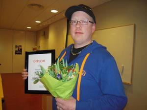 Andreas Eriksson är ordförande för Föreningen Östersunds gatbilar. Den arbetar för att få bort illegala race från gatorna och i stället ordna race på avstängda platser, som Optands flygfält.