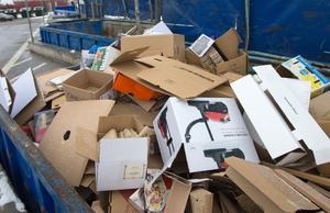 Om kommunerna ta över ansvaret för återvinningen behöver inte producenterna längre bry sig om att hålla nere mängden förpackningar.