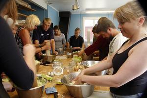 Deltagarna fick lära sig att syra grönsaker.
