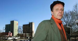 John Ajvide Lindqvists nya skräckroman Lilla stjärna är kanske den mörkaste hittills. Själv tycker han att den har ett lyckligt slut. - Det går som det ska gå i berättelsen, säger han.