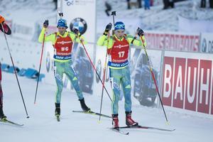 In mot sista skyttet i jaktstarten där Jesper Nelin, som startade som 16:e, hade blivit ifattåkt av Fredrik Lindström, som var 56:a. De bommade båda i sista och Lindström blev bäst som 37:a medan Nelin körde in som 43:a.