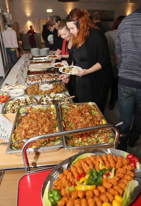 Buffébordet bestod av fyra varmrätter och två sallader. Det bjöds även på dessert och kaffe.