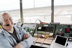 Per Nilsson jobbar i kontrolltornet.