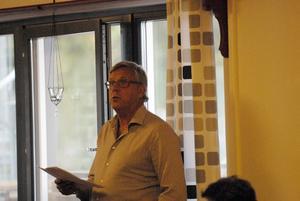 Valberedningens ordförande Torsten Kjellgren talade om vikten att en valberedning gör ett bra arbete med att hitta rätt styrelse. Precis det Bengt Lundberg menade att han, Tomas Lind och Håkan Sundqvist hade gjort när de i juni presenterade sin styrelse, men som då röstades ner.