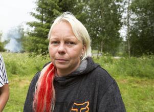 Camilla Örtenhag fritidshus brann ner till grunden efter ett blixtnedslag. Hon larmades av grannar och åkte från Borlänge där hon bor.