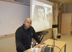Niclas Ottosson föreläste i Ljusdal om hur sociala medier fungerar och hur vuxna kan agera för att förebygga att barn och ungdomar råkar illa ut i sociala medier på nätet.
