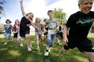 Full fart på dansen är det på Kulturkollo där ungdomarna spelar upp sin moderna version av Snövit.