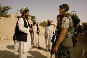 Svensk trupp i Afghanistan tog hjälp av lokala tolkar. Nu lämnas de åt sitt öde.