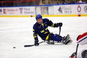 Robin Meng är en riktig multitalang. Redan 2008 spelade han basket i Paralympics och nu är han en bärande spelare i Sveriges kälkhockey landslag.