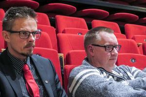 Till vänster Bräckes kommundirektör Bengt Flykt och Bräckes ekonomichef Henrik Kvist vid onsdagens kommunfullmäktigesammanträde. Som privatpersoner, och som kommunala tjänstemän, välkomnar de att flyktingar som beviljats asyl i Sverige bosätter sig i Bräcke kommun.