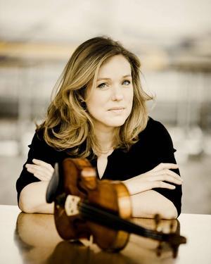 Violinisten Isabelle van Keulen levde upp till alla förväntningar.   Foto: Gävle Konserthus