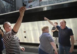 Vilket håll? Joakim Hedenberg , Ann Nilsson och Pär Styrman utanför bussen.