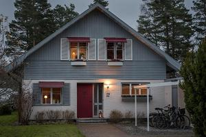 Huset på Uroxvägen i Hökåsen.  Foto: SkandiaMäklarna