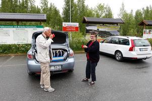 Ulf Siewertz och Agnetha Hågensen tar en fikapaus på Gimåns rastplats.
