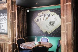 Ett av rummen kallas för pokerrummet.